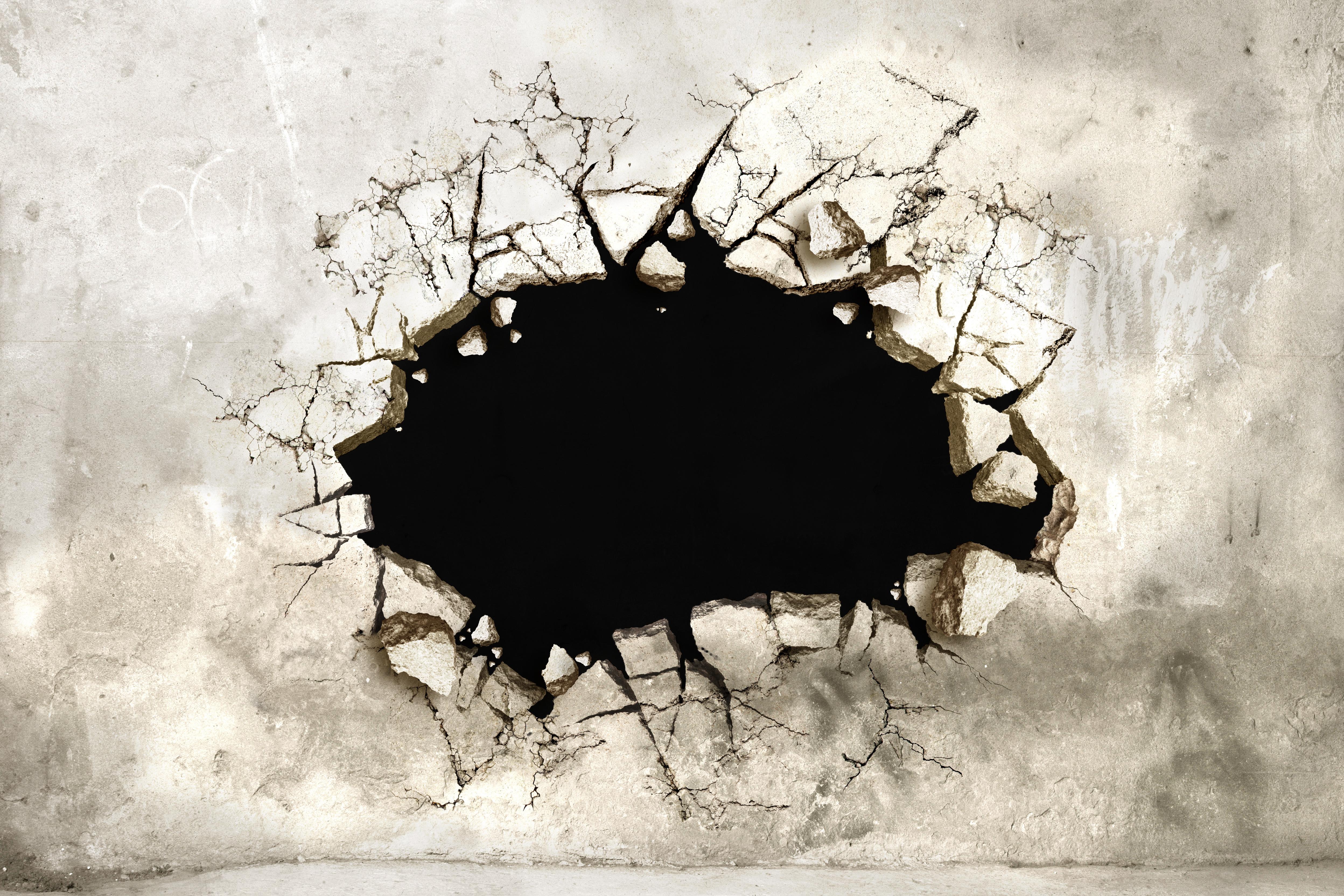 Дыра в стене