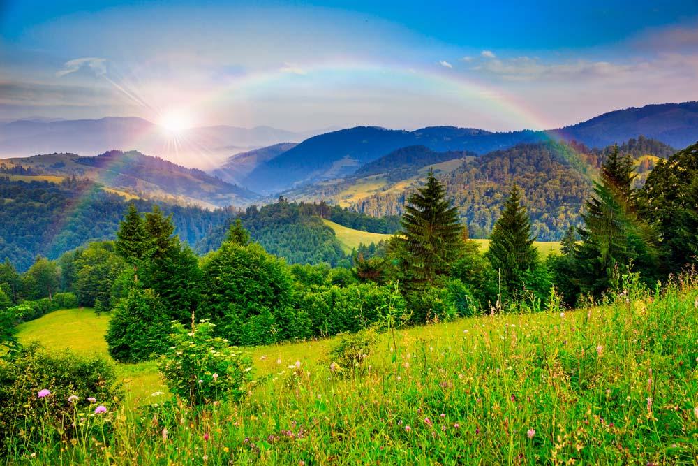 Горы и радуга