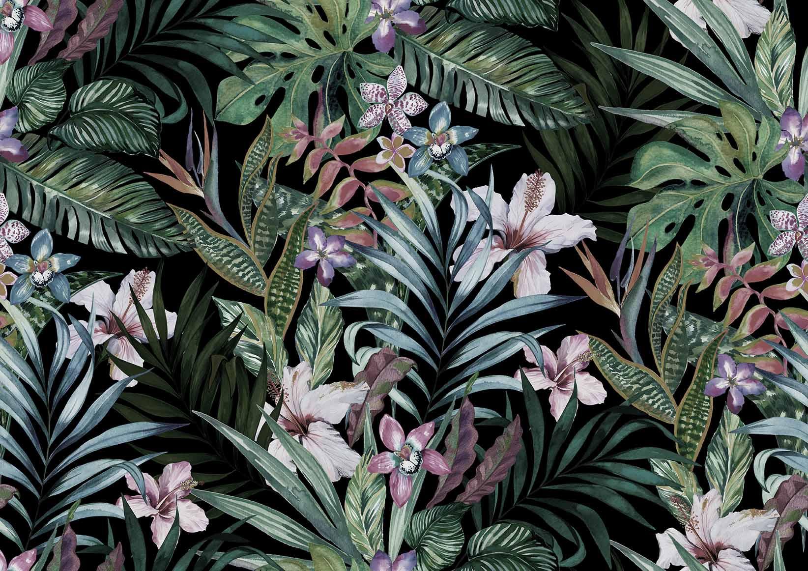 Тропические цветы в листьях