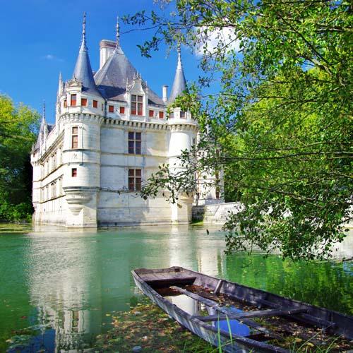 Дворец у озера