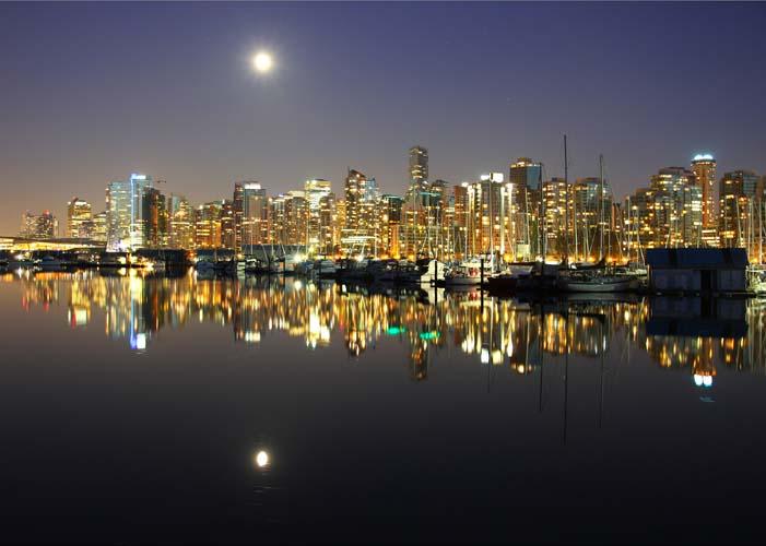 Набережная ночного города