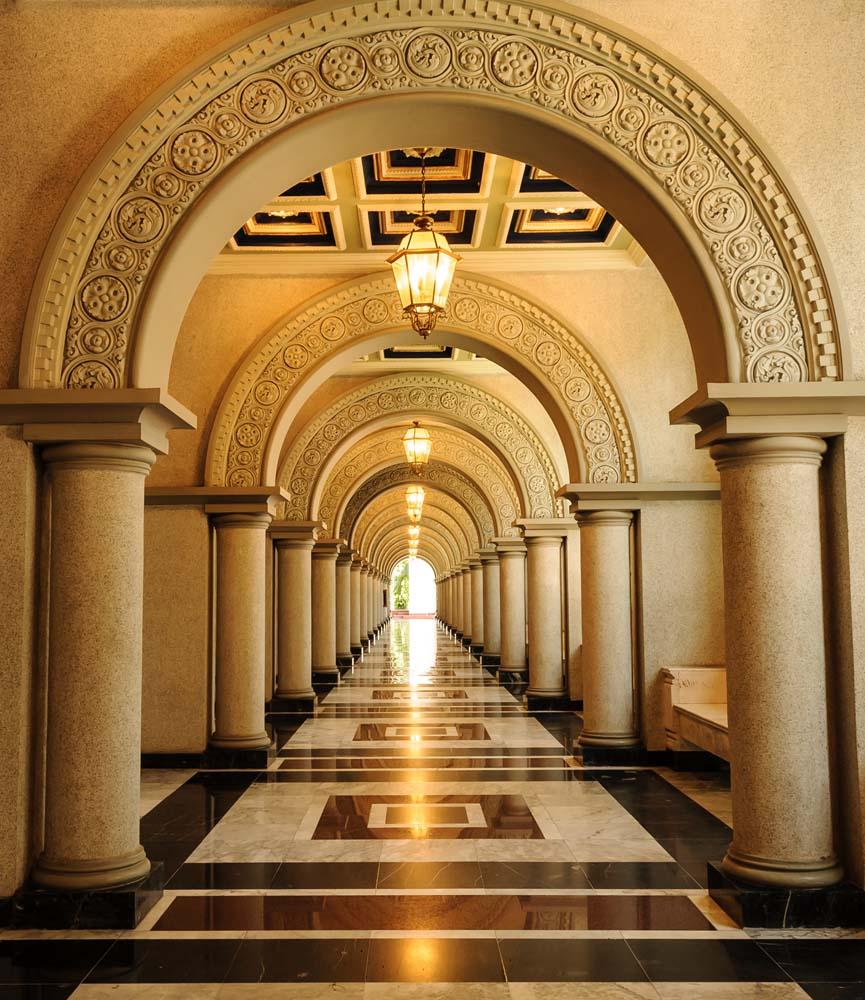 Тоннель в храме
