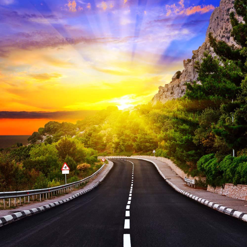 Автомобильная дорога в горах