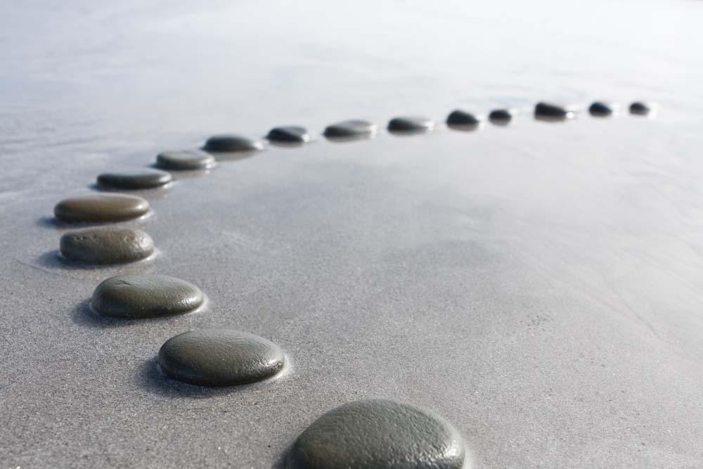 Камни в песке