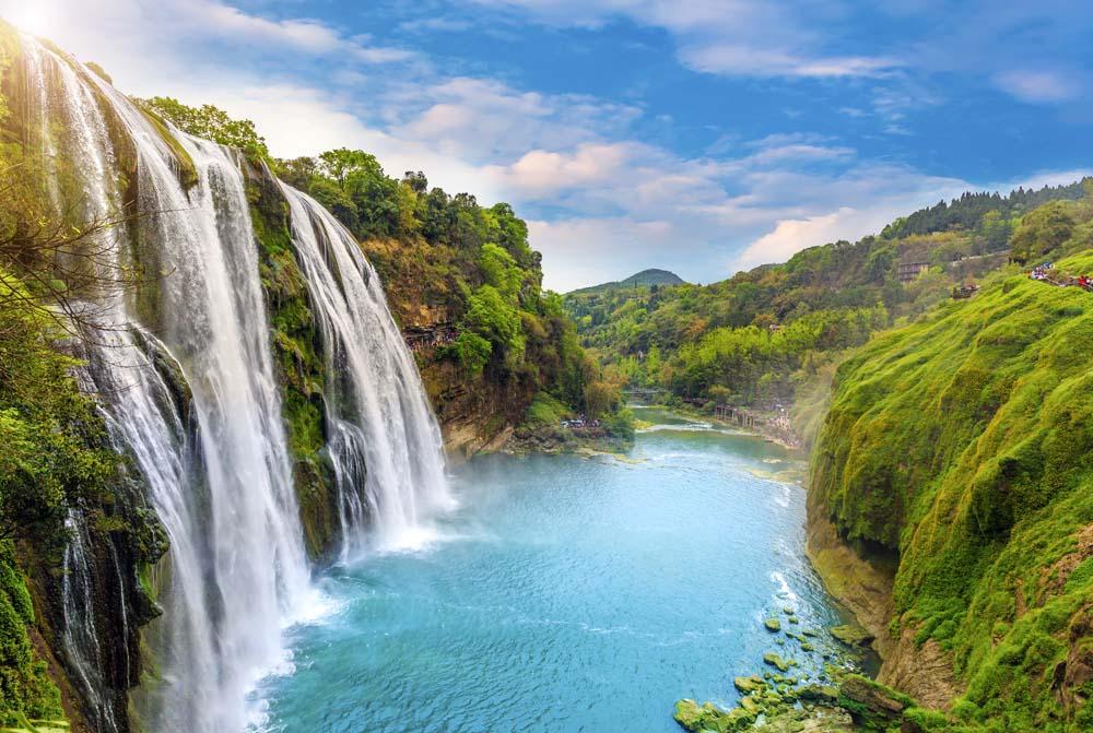 Водопад с горы