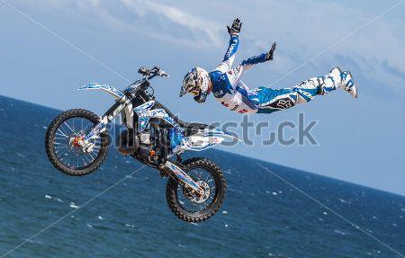 Прыжок на мотоцыкле