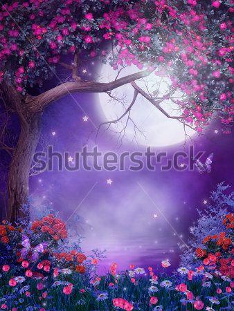 Луна в цветущем саду