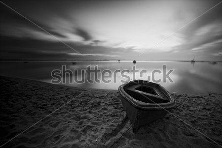 Лодка на берегу