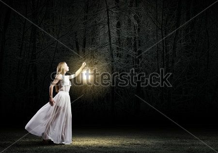 Девушка с фонарем