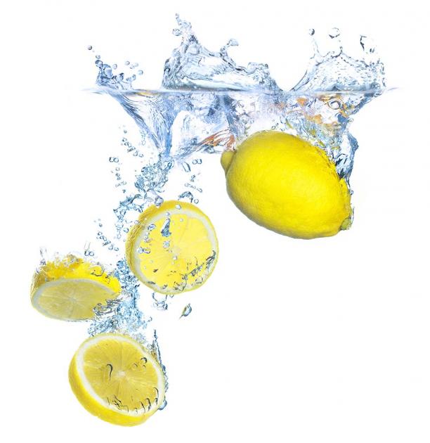 Лимоны в воде
