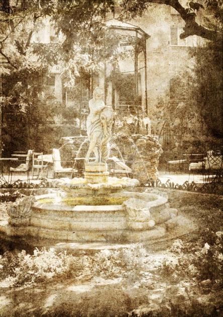 Старинный фонтан