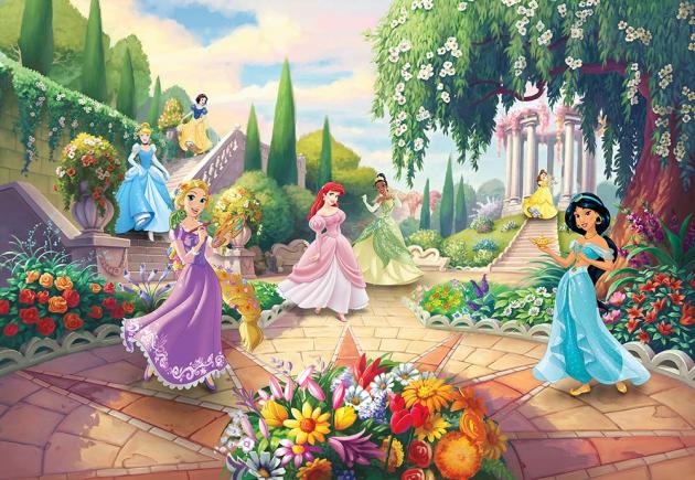 Принцессы Дисней в саду