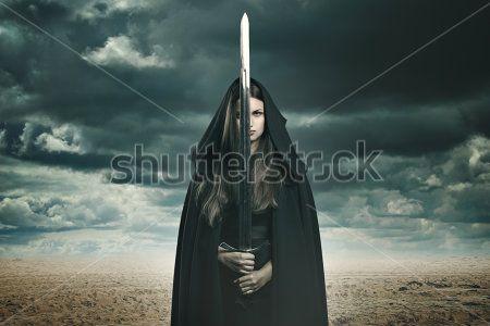 Девушка с мечем