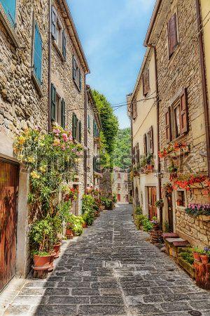 Вдоль по улице в старом городе