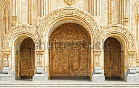 Двери в собор